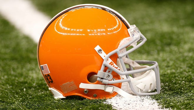 ORG XMIT: 98597085 NEW ORLEANS - OCTOBER 24:  A helmet of the Cleveland Browns sits on the turf during pregame before playing the New Orleans Saints at the Louisiana Superdome on October 24, 2010 in New Orleans, Louisiana.  (Photo by Chris Graythen/Getty Images) ORIG FILE ID: 98597085CG118_Cleveland_Bro