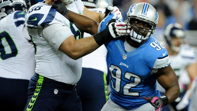 Cliff Avril will be trading his Lions uniform for a Seahawks version.