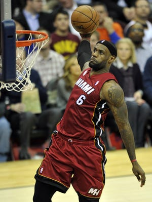 Heat forward LeBron James dunks during Wednesday's win at the Cavaliers.