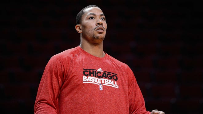 Injured Bulls guard Derrick Rose warms up before Thursday's game against the Trail Blazers.