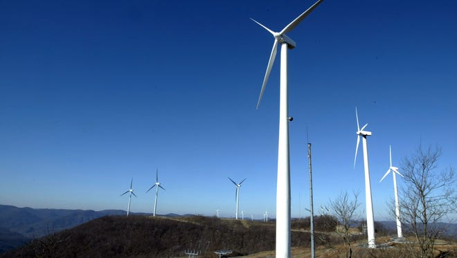 The Tennessee Valley Authority wind farm on Buffalo Mountain near Oliver Springs, Tenn., seen in 2004.