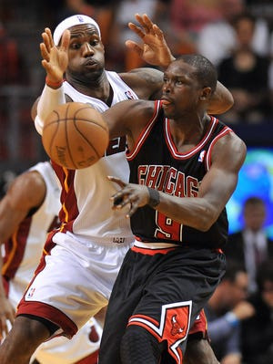 LeBron James and the Heat face Luol Deng and the Bulls in a tough test to extent their winning streak.