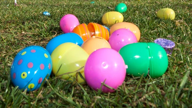 Some brightly colored easter eggs sparked a fight between two moms at a Seattle zoo.