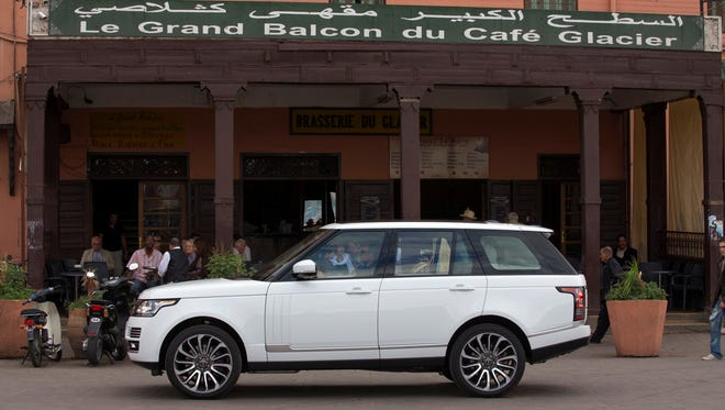<strong></strong>Land Rover wins applause for tearing into its flagship Range Rover to update it, and a standing ovation for the way the overhaul came out.