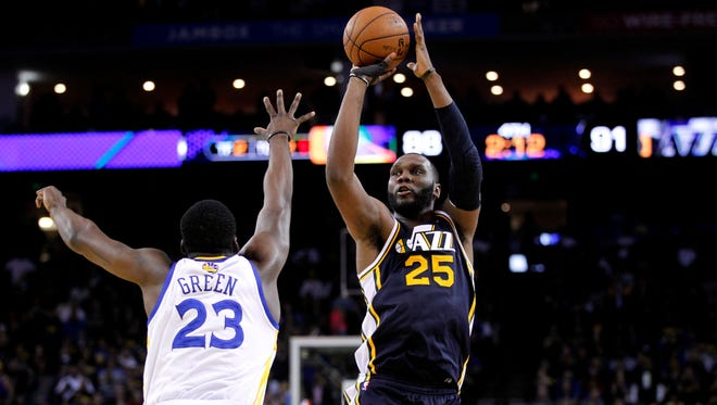 Utah Jazz center Al Jefferson (25) makes a shot over Golden State Warriors forward Draymond Green (23) with just over two minutes remaining in the fourth quarter at ORACLE arena. The Jazz defeated the Warriors 97-90.