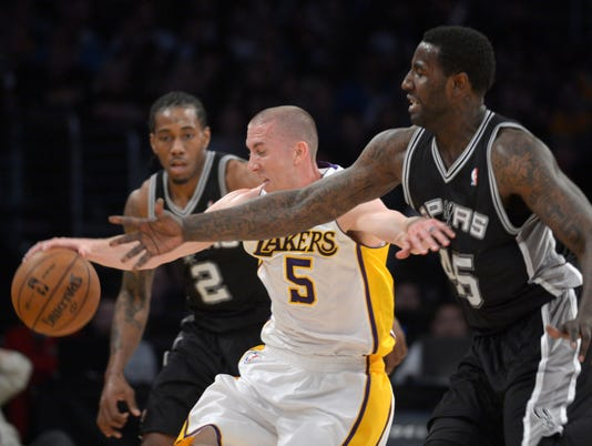 Lakers beat Spurs in first game after Kobe Bryant's injury