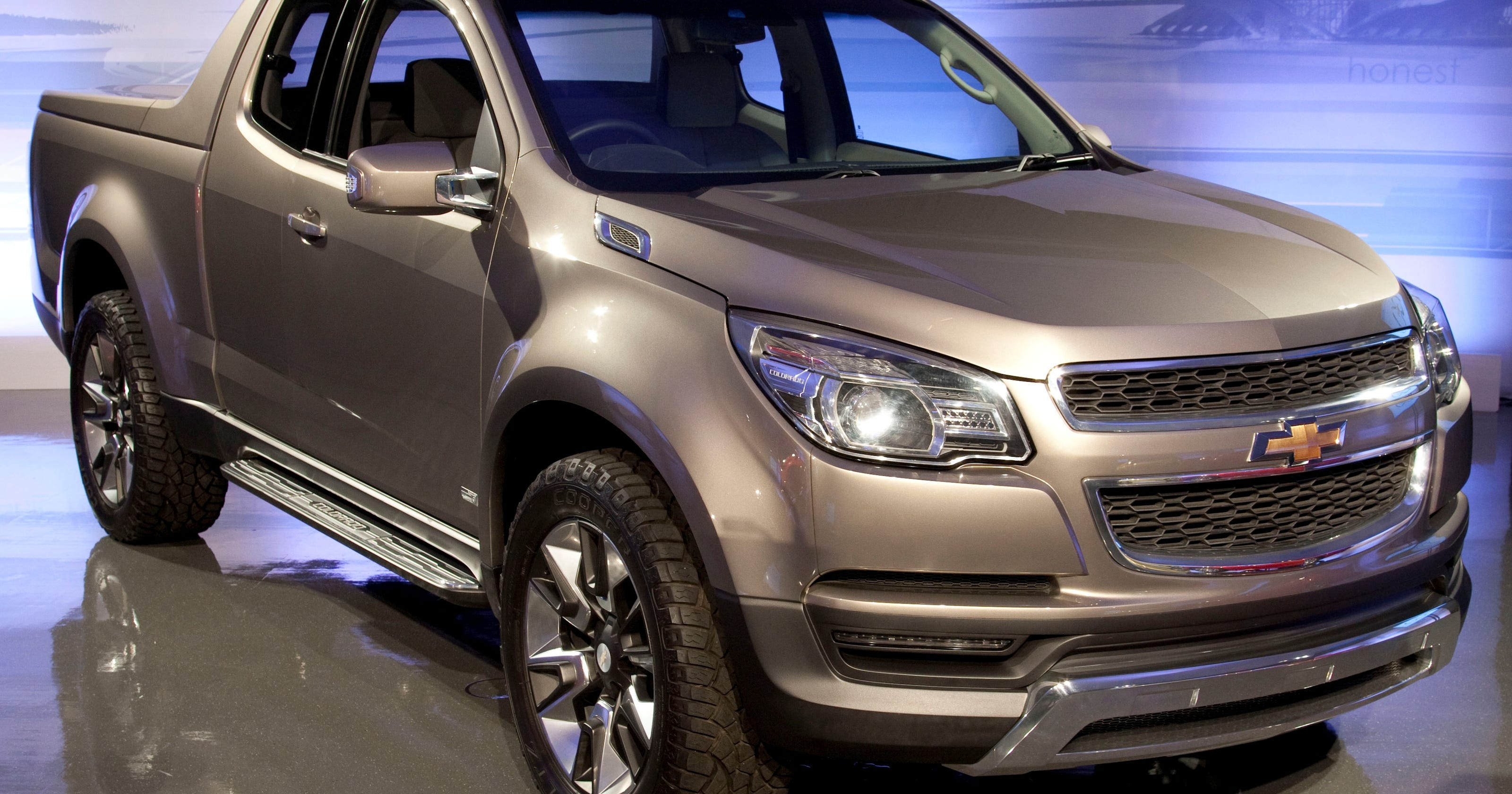 New Chevy Truck >> Gm Mulls New Name For New Chevy Colorado Midsize Pickup
