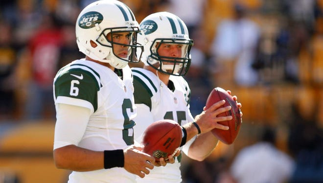 Neither Mark Sanchez (6) nor Tim Tebow played well in the Jets offense last year.