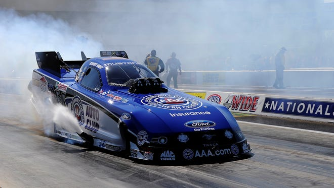 Robert Hight practices at zMax Dragway in Concord, NC. (HHP/RustyJarrett )