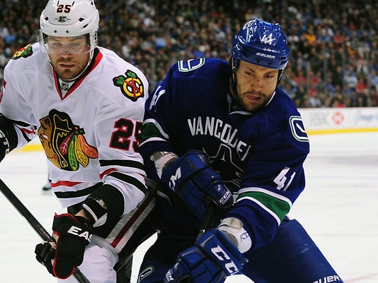 fb63284b324 Canucks drop Blackhawks to clinch fifth straight division title
