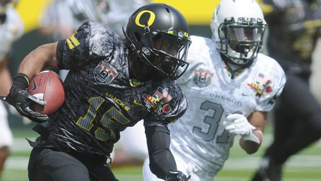 Oregon's Lache Seastrunk (15) turns the corner on defender Avery Patterson (31) during a spring football game April 30, 2011, in Eugene, Ore.  Seastrunk, the running back connected to the probe into Oregon's use of Texas-based prep scouting service, has since transferred to Baylor.
