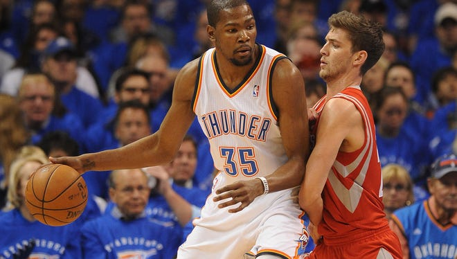 Oklahoma City Thunder forward Kevin Durant (35) drives against Houston Rockets forward Chandler Parsons (25) in Wednesday's game.