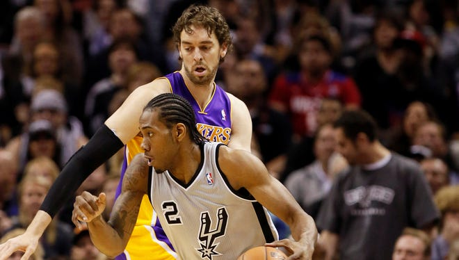 Kawhi Leonard had 16 points in the Spurs' win over the Lakers.