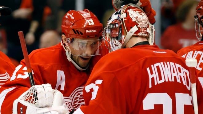 Center Pavel Datsyuk congratulates goalie Jimmy Howard after the Detroit Red Wings' 5-2 win.