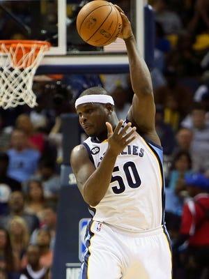 Grizzlies forward Zach Randolph lobs an awkward pass during Thursday's Game 3 vs. the Clippers.