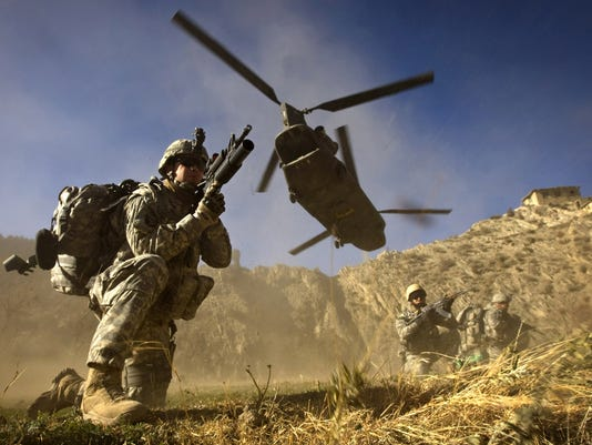 helicopter soldiers
