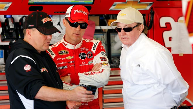 Kevin Harvick, center, crew chief Gil Martin, left, and owner Richard Childress, conferring at Daytona International Speedway in February, enjoyed their first victory of 2013 Saturday night at Richmond.