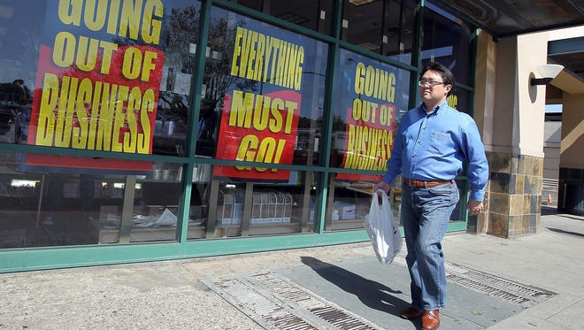 A customer outside a Borders Books store in San Francisco in 2011.