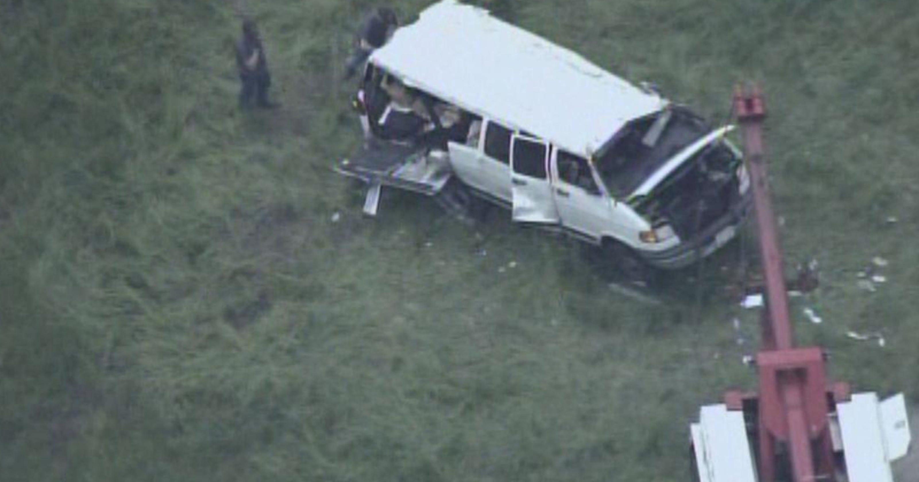 5 dead in church van crash in Illinois