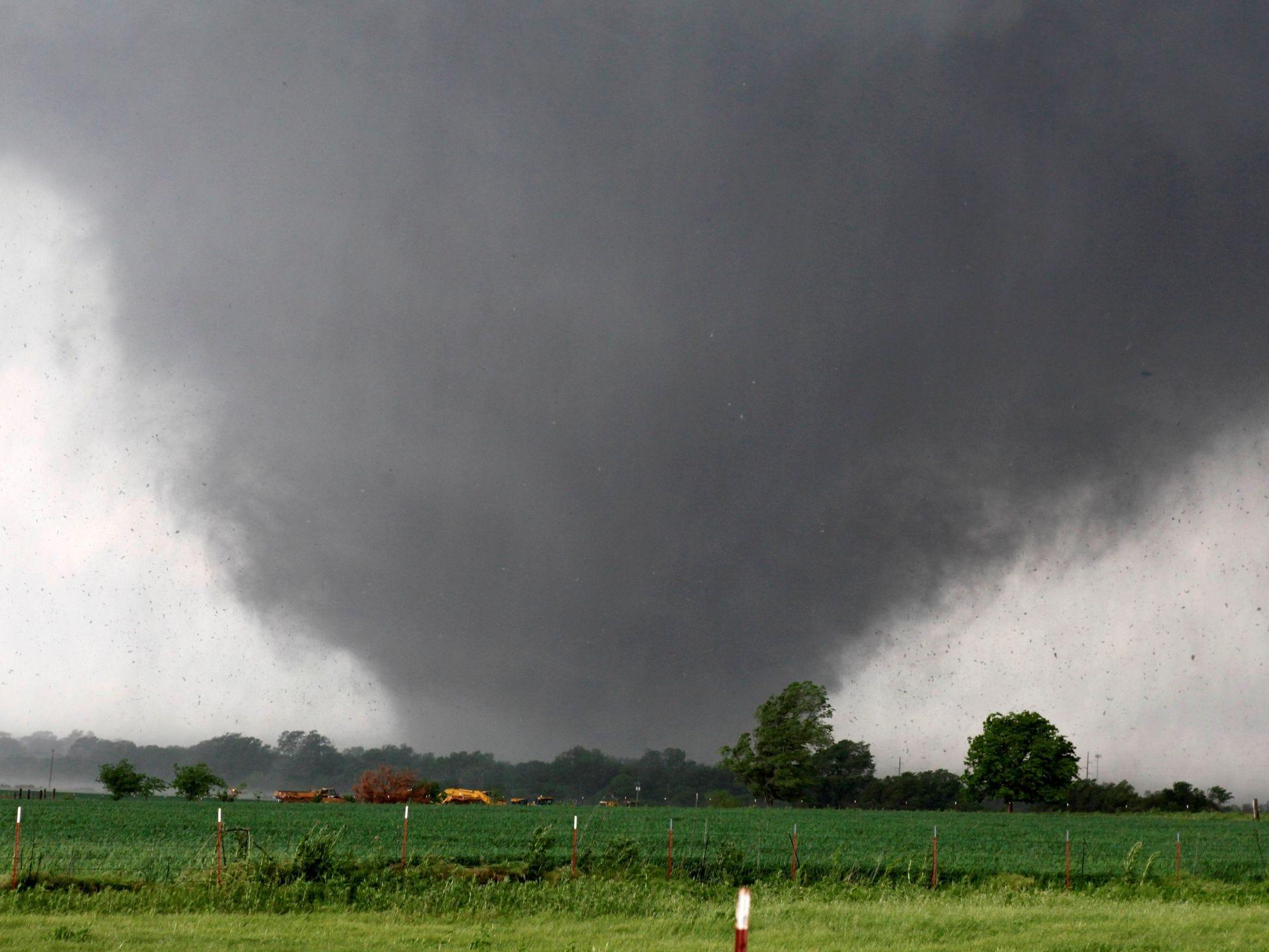 Monster Oklahoma tornado kills 51 // Omg - mitsueki