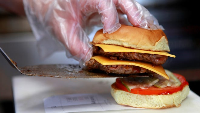 Teens underestimate the calories in fast food, according to a new report.