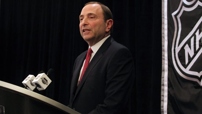 NHL Commissioner Gary Bettman is scheduled to meet with Glendale, Ariz., officials on Tuesday.