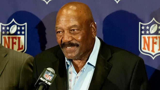 Hall of fame running back Jim Brown will once again work in the Cleveland Browns' front office.