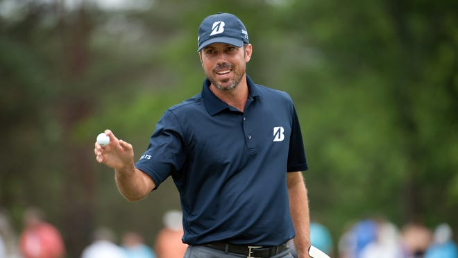 Matt Kuchar acknowledges the cheers on the seventh green during the third round of the Memorial Tournament.