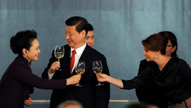 Mexican first lady Angelica Rivera, right, toasts with Chinese President Xi Jinping and first lady Peng Liyuan during a dinner at the National Palace in Mexico City on June 4, 2013.