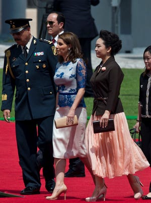 Mexican first lady Angelica Rivera with Chinese first lady Peng Liyuan in Mexico on June 4.