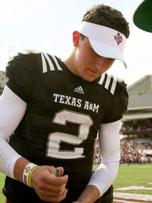 Texas A,M Aggies quarterback Johnny Manziel (2) signs a autograph for fan during the 2013 Maroon and White Texas A,M spring game.