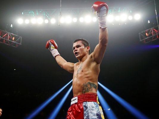 Marcos Maidana defeats Josesito Lopez