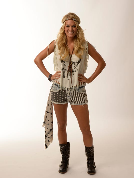 Carrie Underwood poses