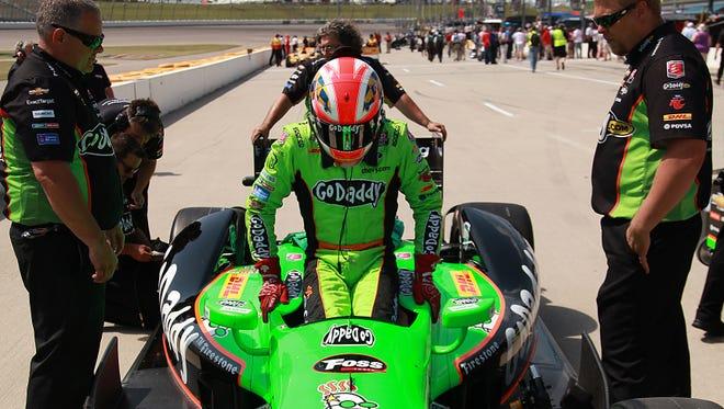 James Hinchcliffe dominated Sunday at Iowa Speedway.
