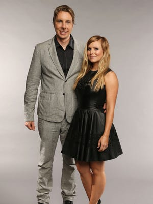 Kristen Bell  poses with Dax Shepard at the 2013 CMT Music Awards on June 5 in Nashville.