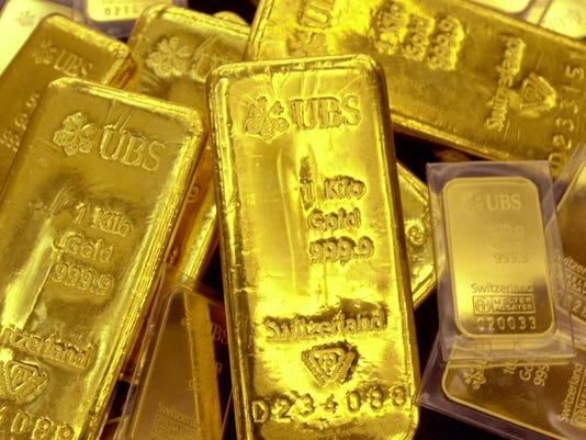 Gold plunges to lowest level in nearly 3 years