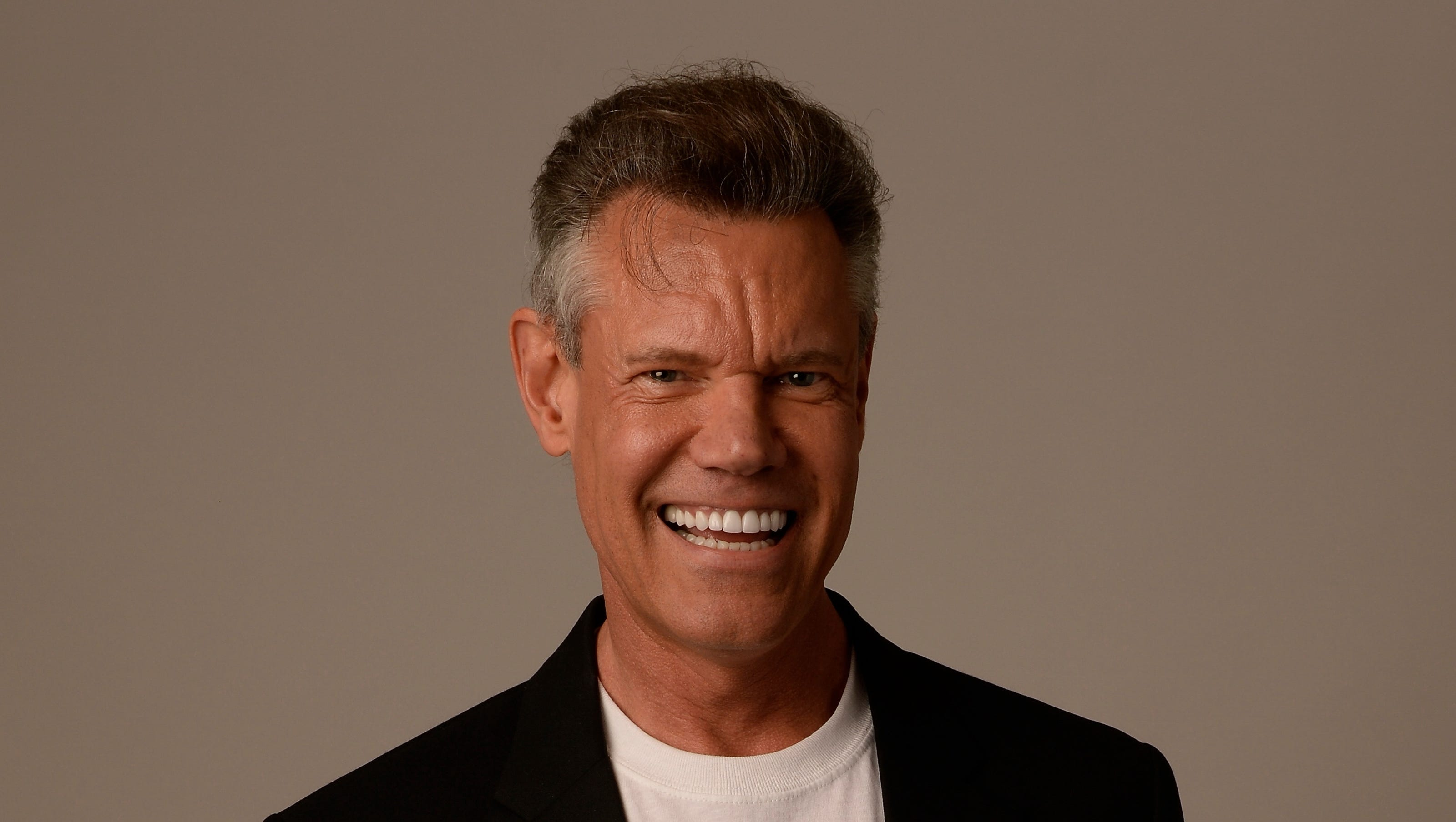 Randy Travis Today >> Travis gets booster device to help his heart pump blood