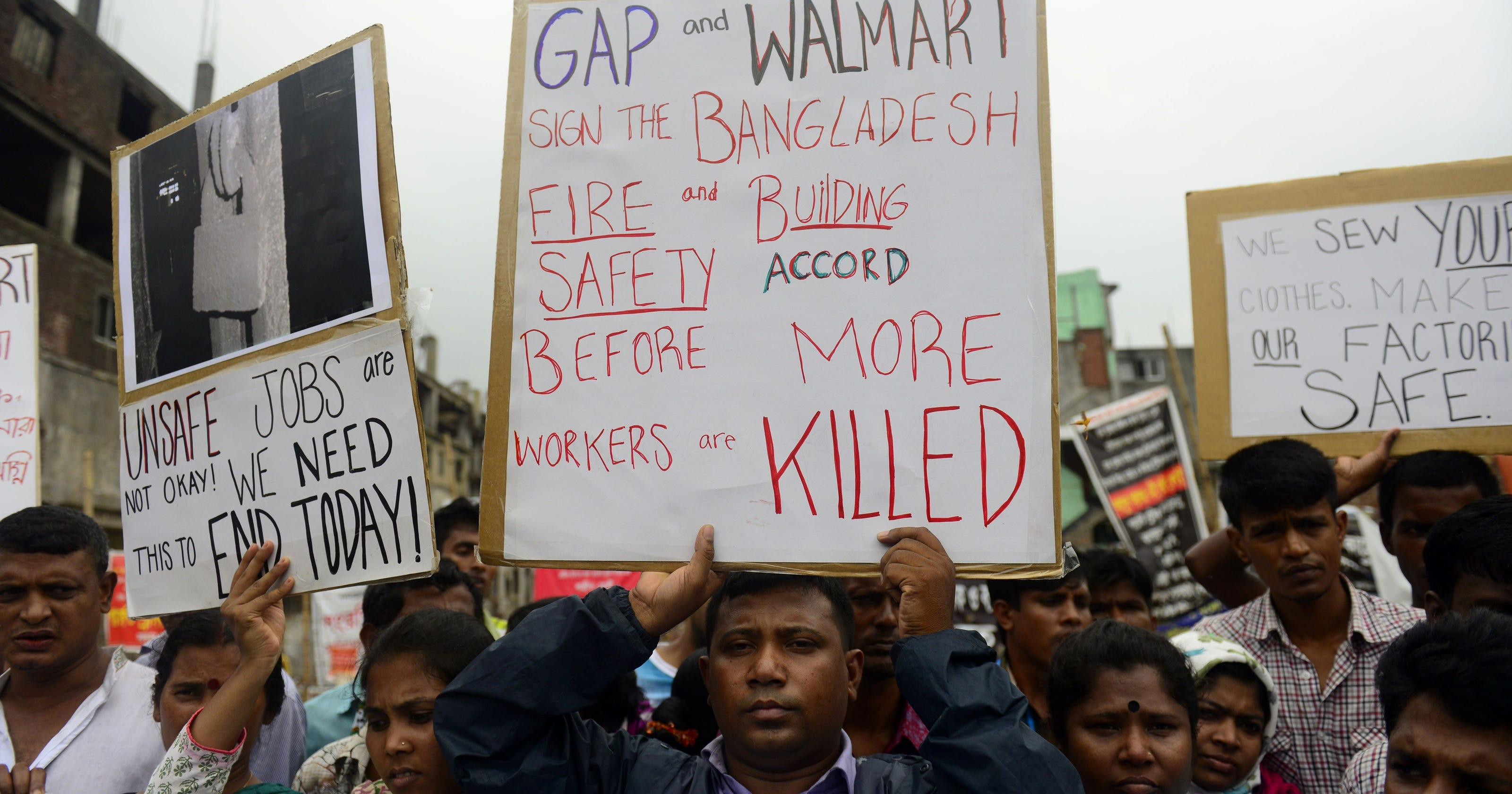 U S  retailers agree to Bangladesh plant safety pact