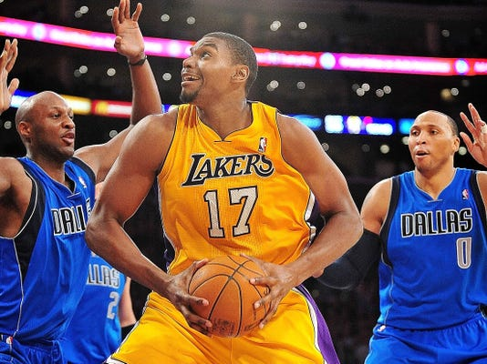 Cavs roll dice on Andrew Bynum with two-year deal