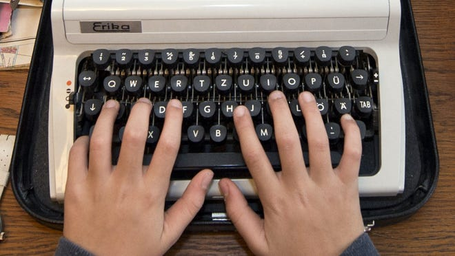A Russian state service in charge of safeguarding Kremlin communications is looking to purchase an array of old-fashioned typewriters, such as this one in a Berlin Museum,  to prevent leaks from computer hardware, security sources tell Izvestia.