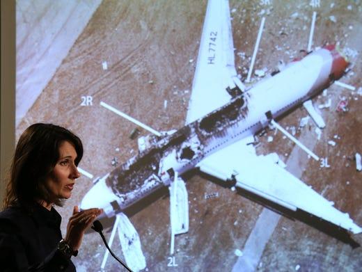 Experts: Plane design key to surviving crashes