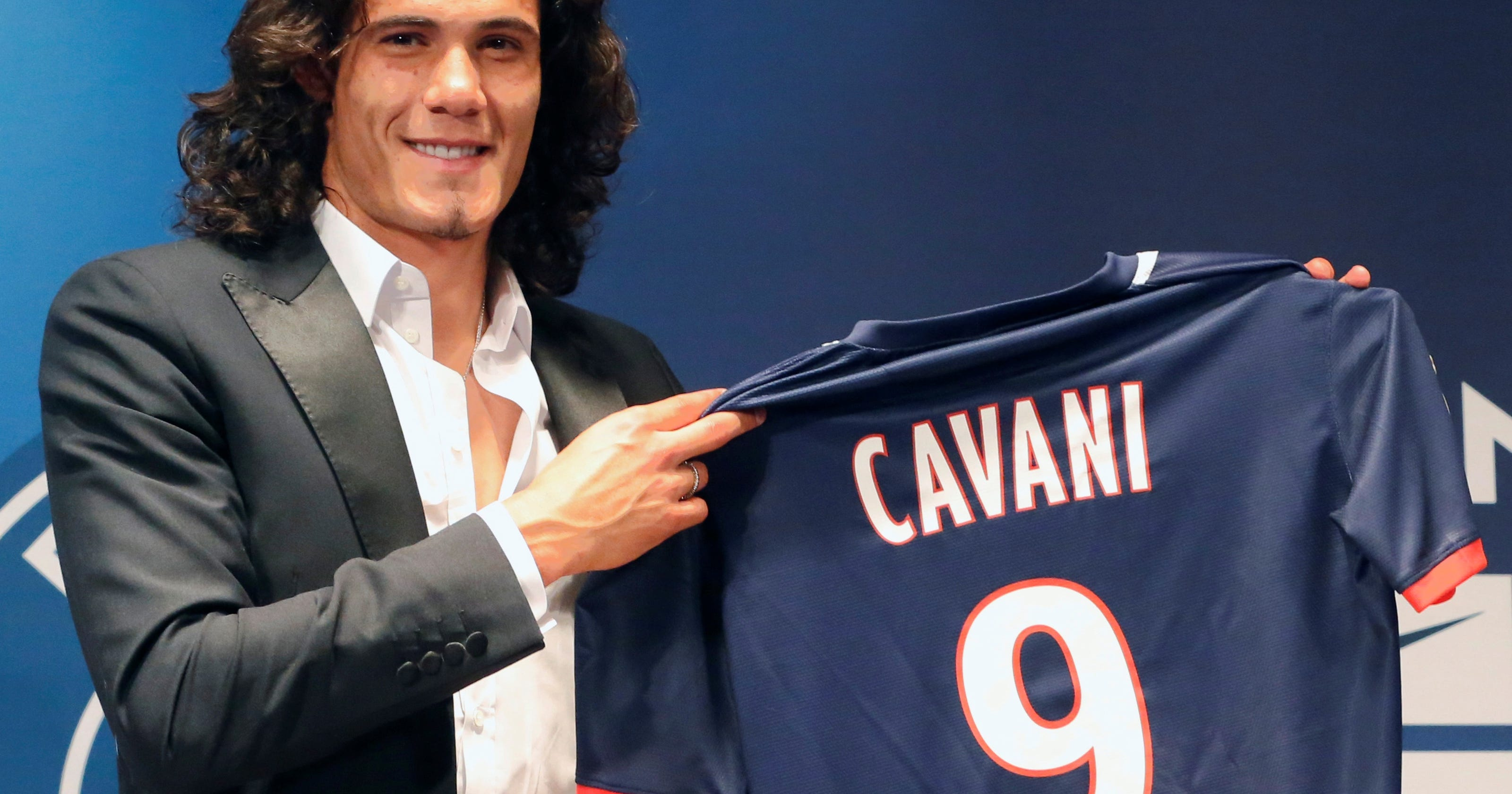 new concept c671b 84395 PSG signs Uruguay striker Edinson Cavani
