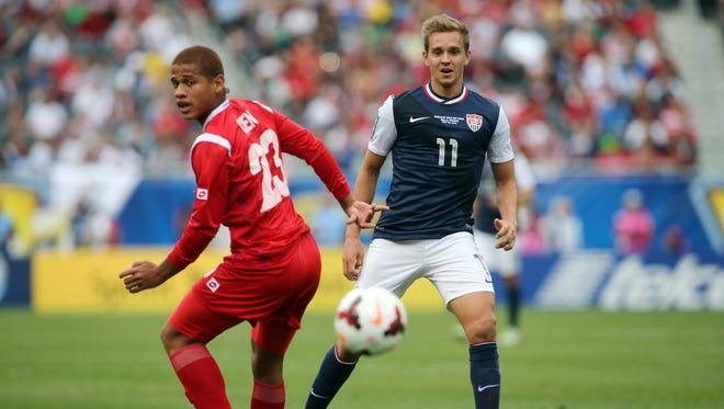USA player Stuart Holden (11) chases after the ball with Panama player Roberto Chen (23) during the 2013 Gold Cup championship game at Soldier Field.