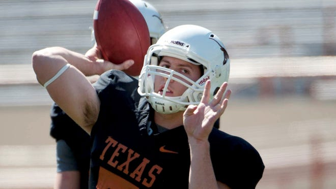 Former Texas quarterback Connor Brewer announced via Twitter late Monday night that he has decided to transfer to Arizona.