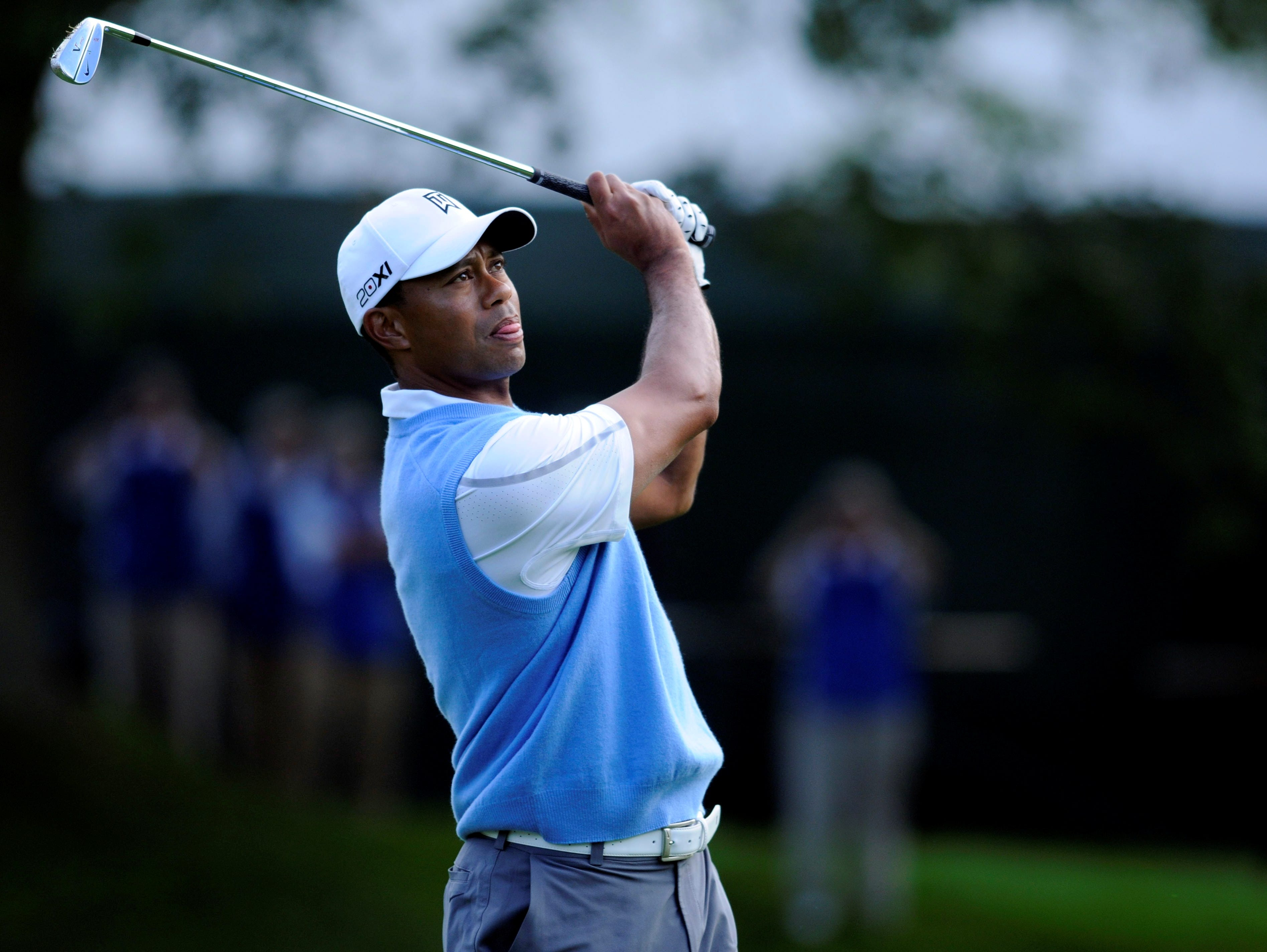 tiger plans his strategy at difficult oak hill