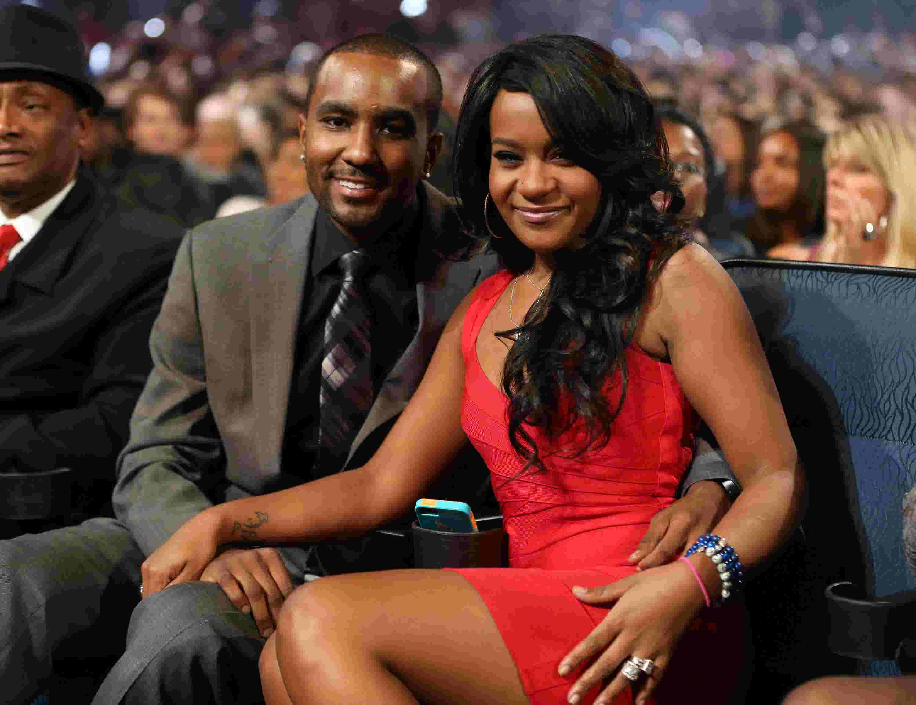 Bobbi Kristina Brown Tweets Shes Happily Married