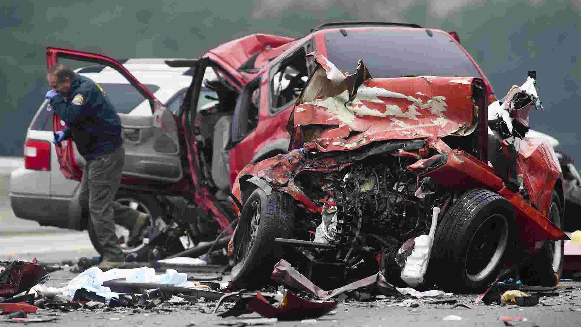 2 eerily similar crashes, 11 dead | USA NOW
