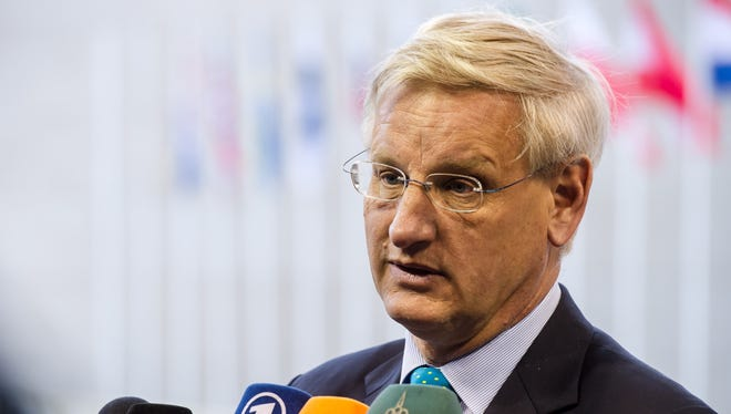 Swedish Foreign Minister Carl Bildt talks with journalists as he arrives for a European foreign ministers meeting in Luxembourg, to discuss Turkey joining the European Union.