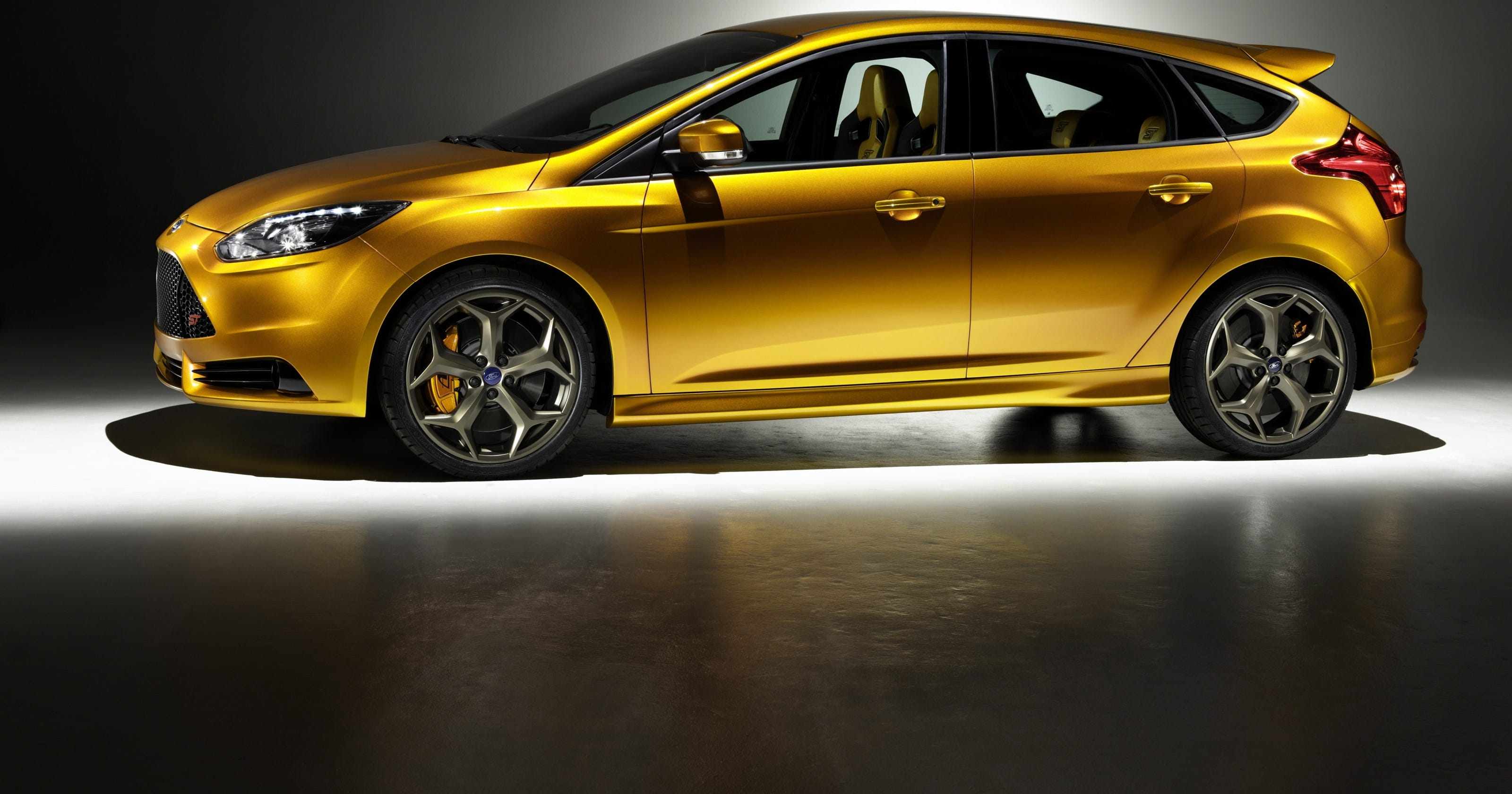 Ford prices Focus ST to beat performance car rivals