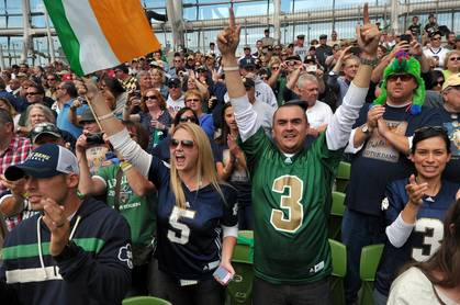 are there any college football games tonight who won the notre dame football game today
